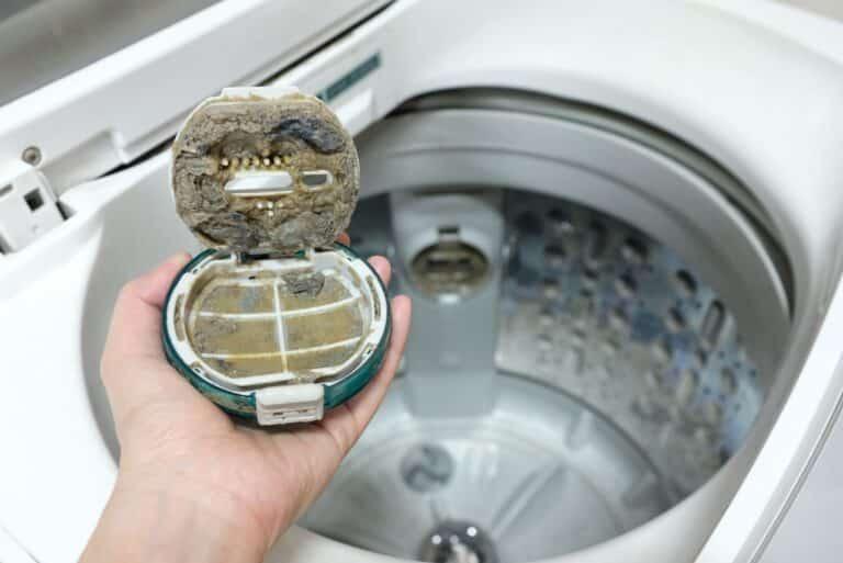 Waschmaschine mit schmutzigem Filter